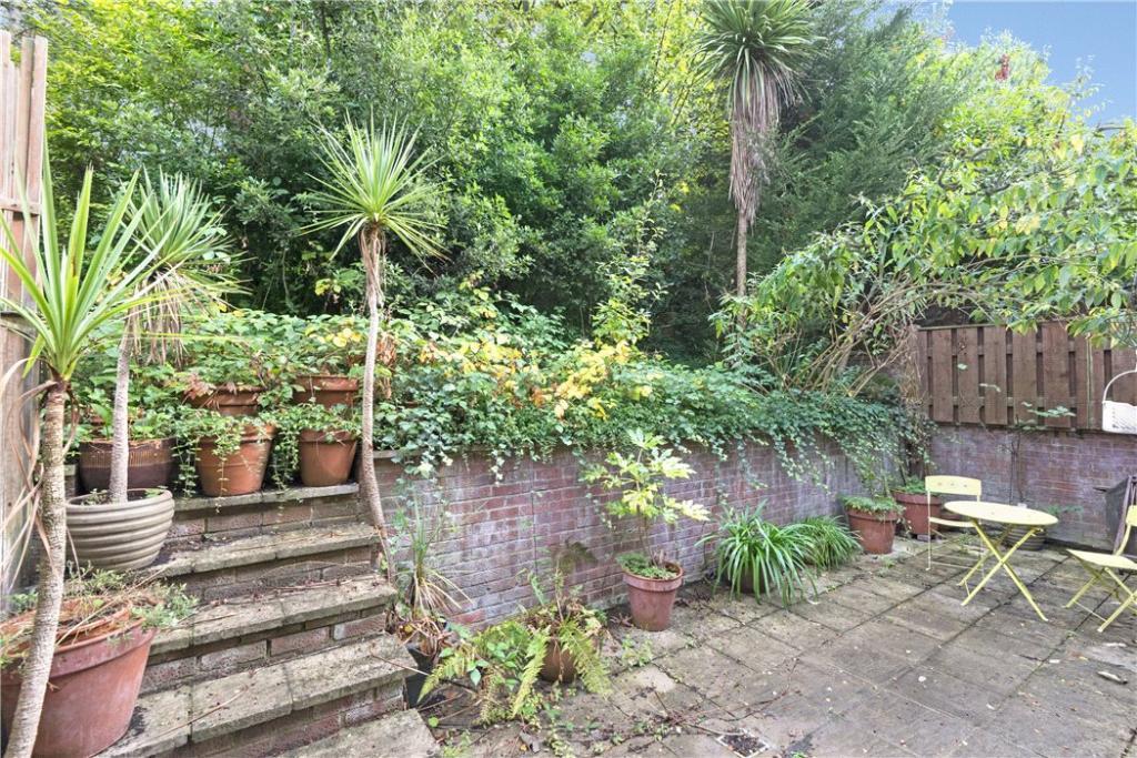 Hampstead: Garden