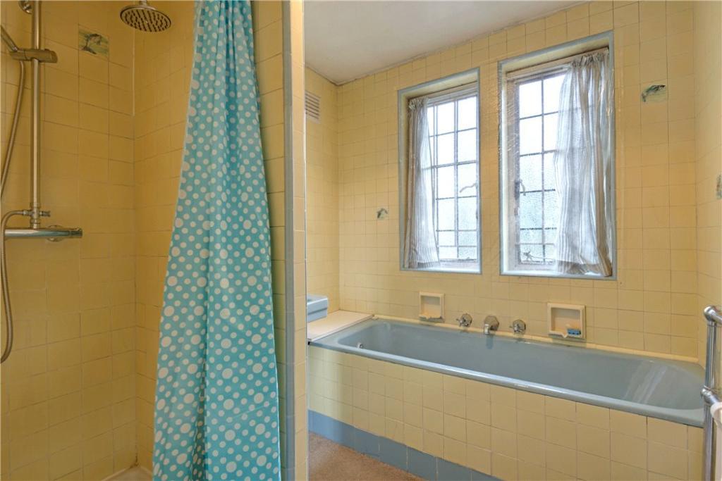 Finchley: Bathroom