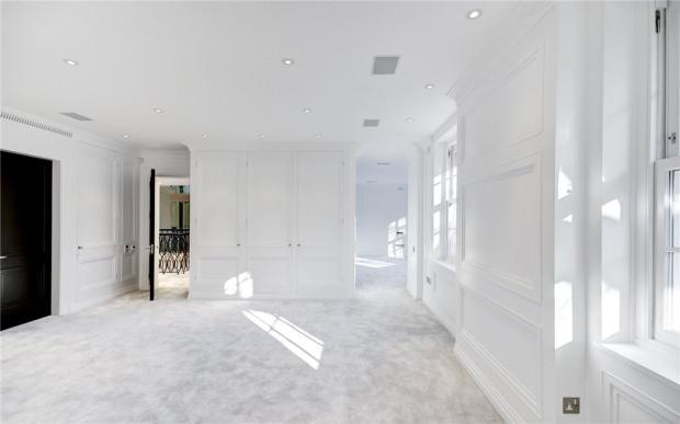 Master Bedroom, N2
