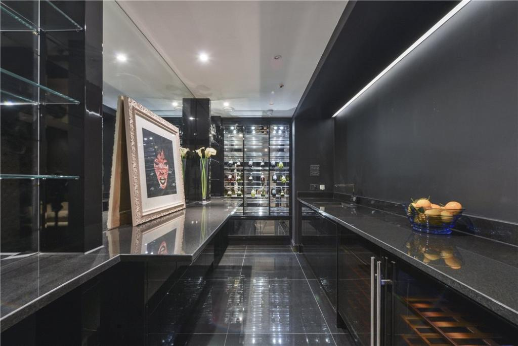 W8 - Wine Cellar