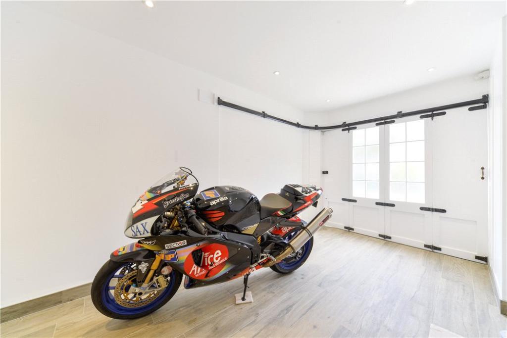 Garage W14