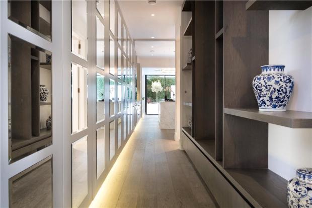 Hallway W8