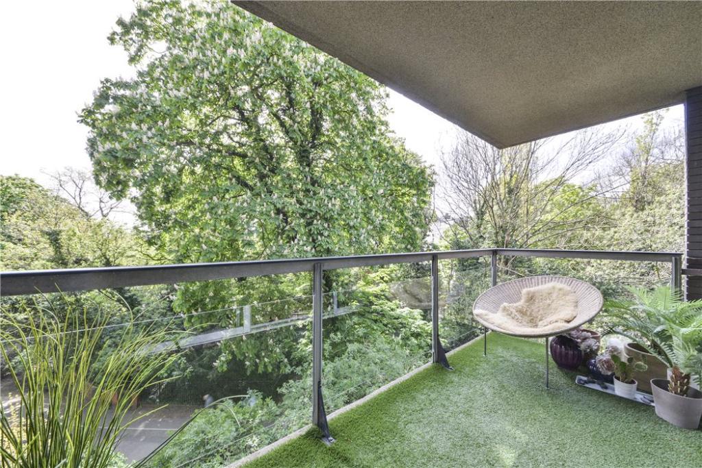 Balcony W8