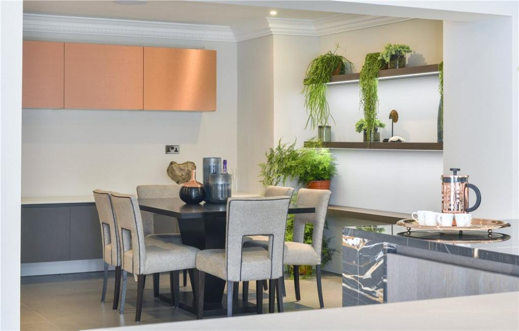 Kitchen/Dining W8