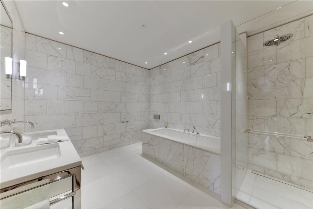Master Bathroom W8