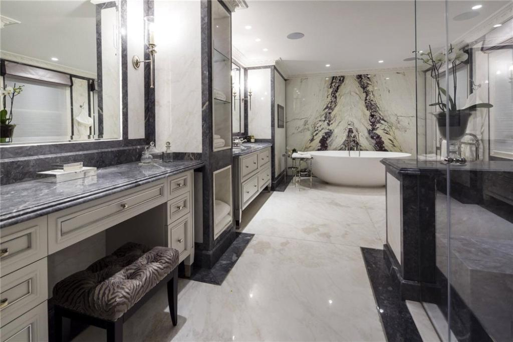 Mayfair: Bathroom