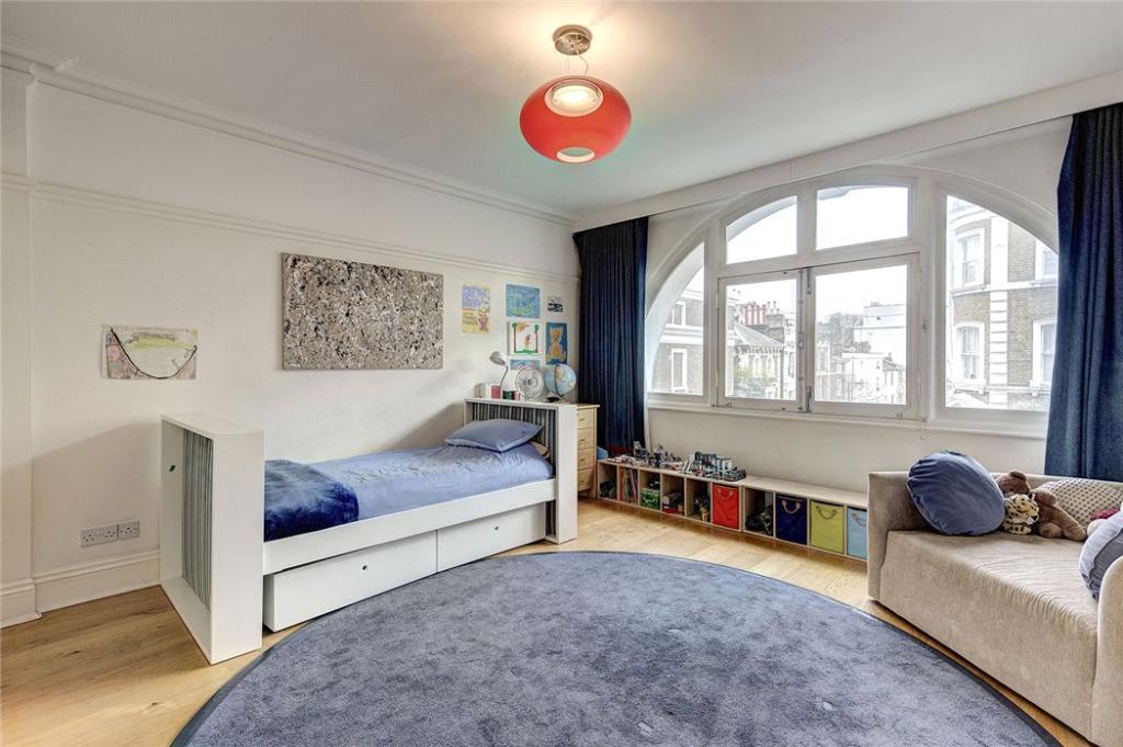 Bedroom, W2