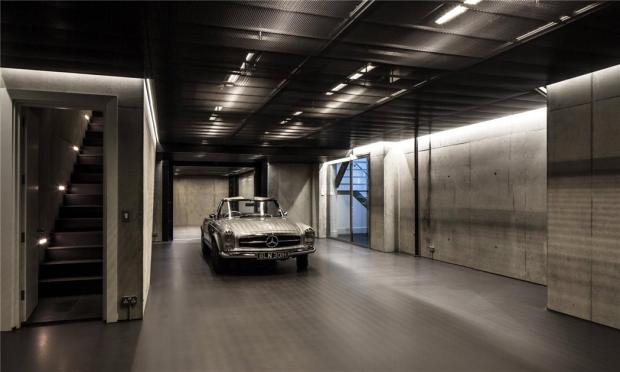 Garage, W2