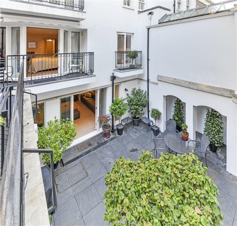 Courtyard/ Terrace
