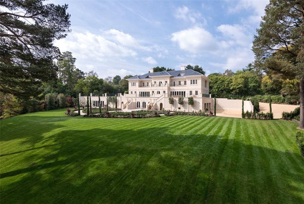 Windlesham: Views