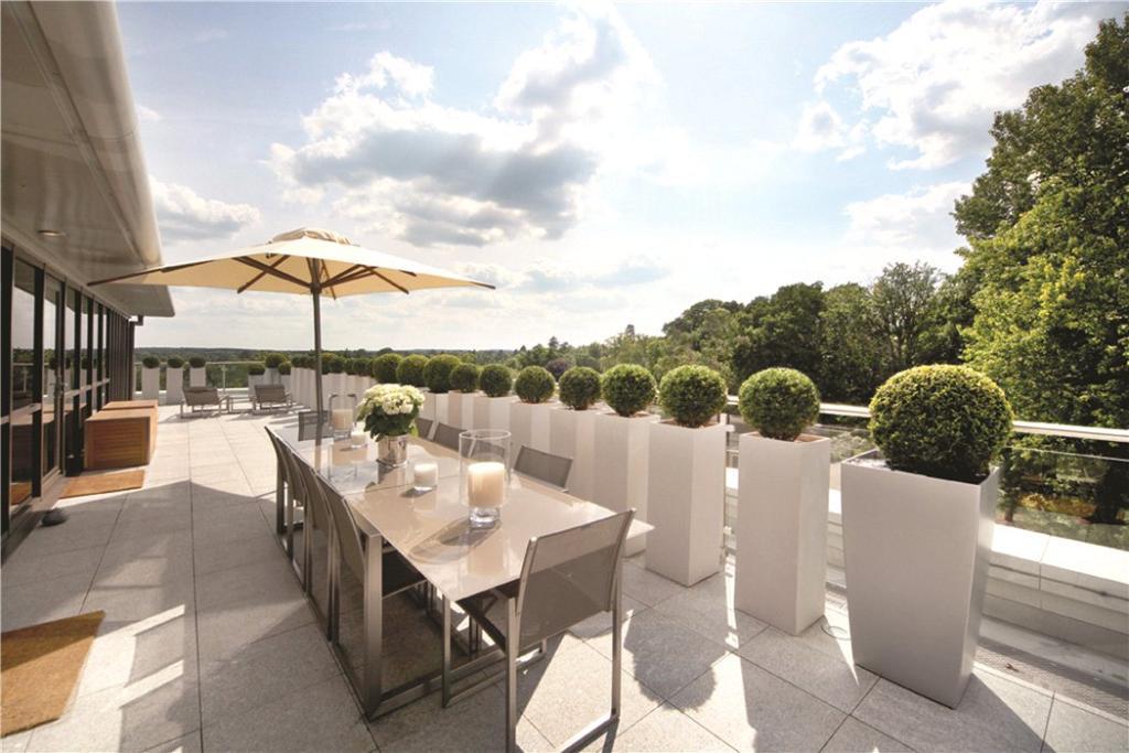 Sunningdale: Terrace