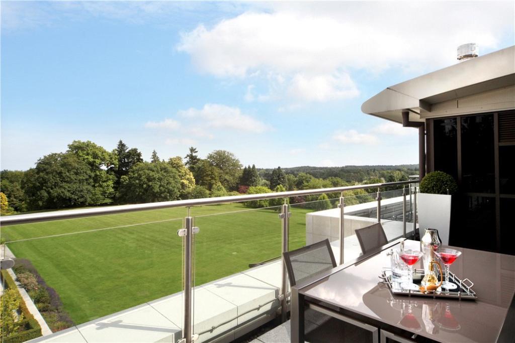 Sunningdale: Balcony