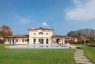 4 bedroom Detached home for sale in Bogogno, Novara, Italy