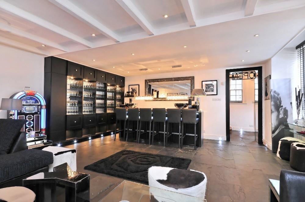 reception room/bar