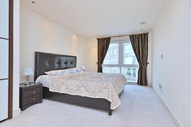 bedroom 1 (Large)