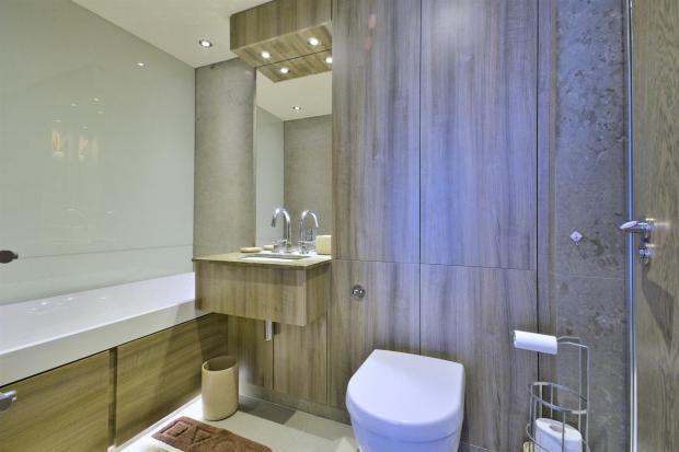 bathroom (Large)