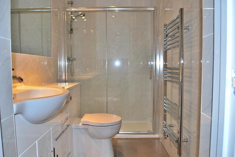Shower Room (Main)