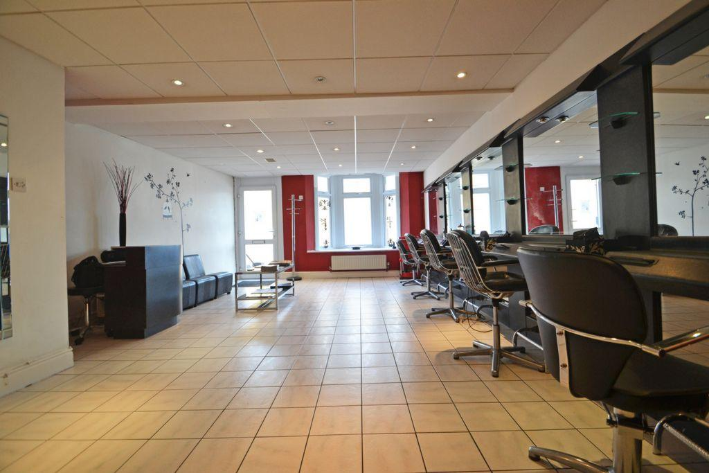 Salon & Reception