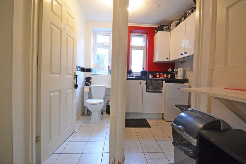 Kitchen & WC