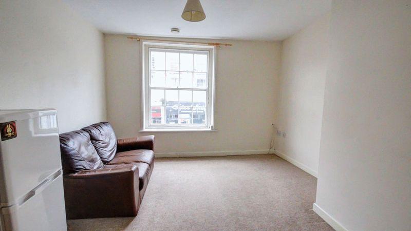 Living Room Vi...