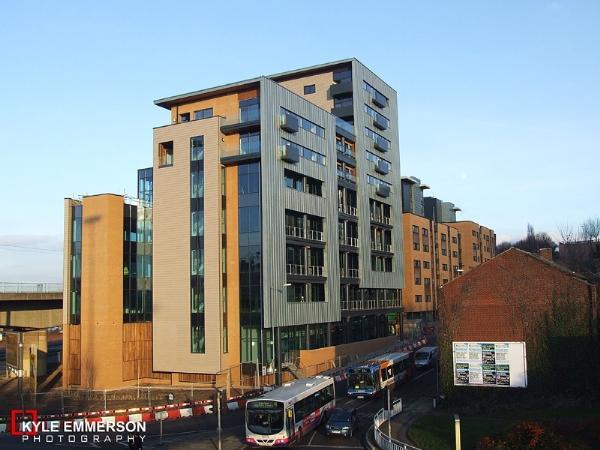 2 bedroom flat to rent in the gateway 1 blast lane. Black Bedroom Furniture Sets. Home Design Ideas