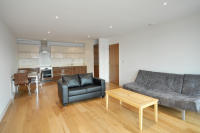 2 bed Flat in Crown Apartments...
