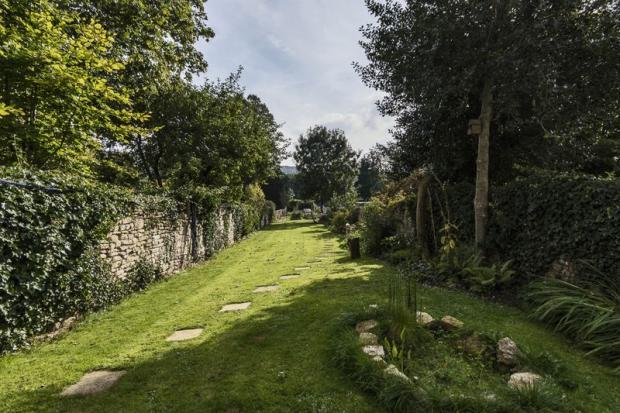 Garden With Fi...