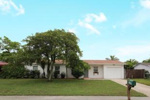 3 bedroom Detached home in Stuart, Martin County...