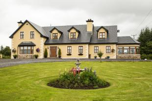 6 bed Detached house for sale in Kilkelly, Mayo