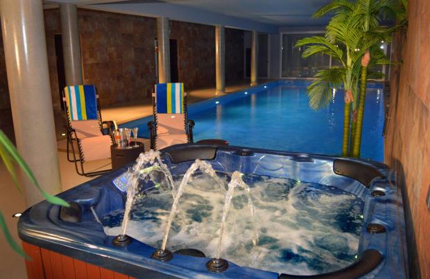 Indoor pool, hot tub