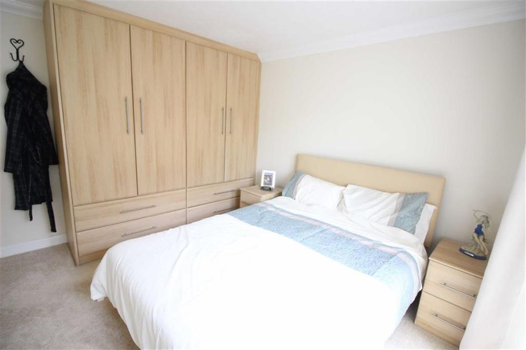 Bedroom no.1 master: