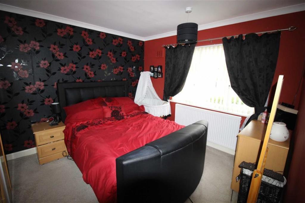 Bedroom no.1 front d