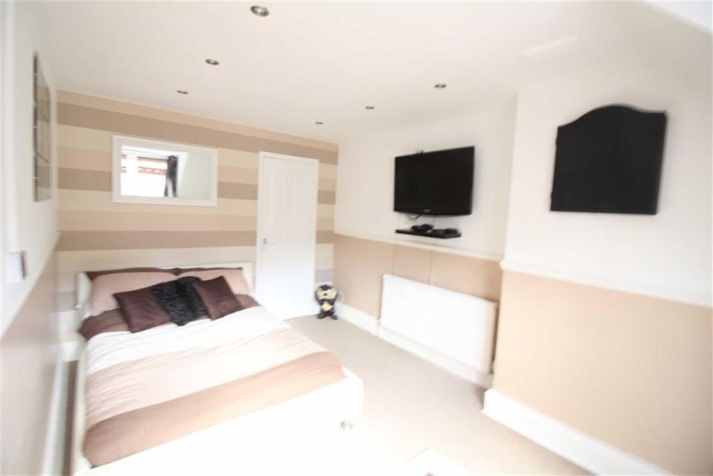 Bedroom no.3 attic: