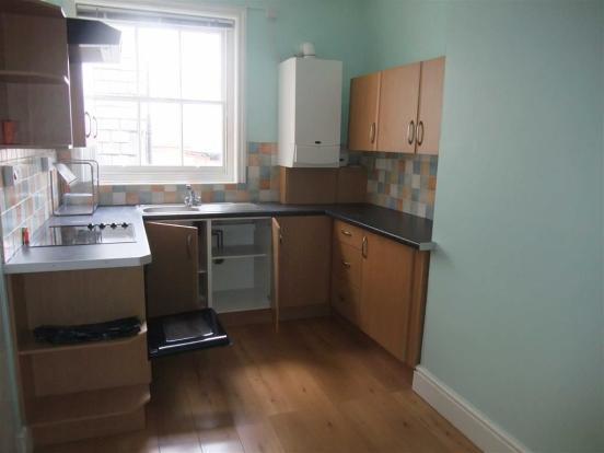 L-Shaped Kitchen/Din