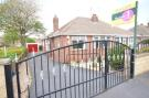 Semi-Detached Bungalow to rent in Kingsway, Garforth...