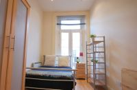 Studio flat in Cheniston Gardens...