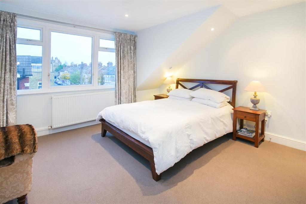 69 Corsehill St bed1