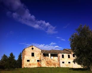 5 bed home for sale in Filottrano, Ancona...