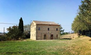 4 bedroom house for sale in Montappone, Fermo...