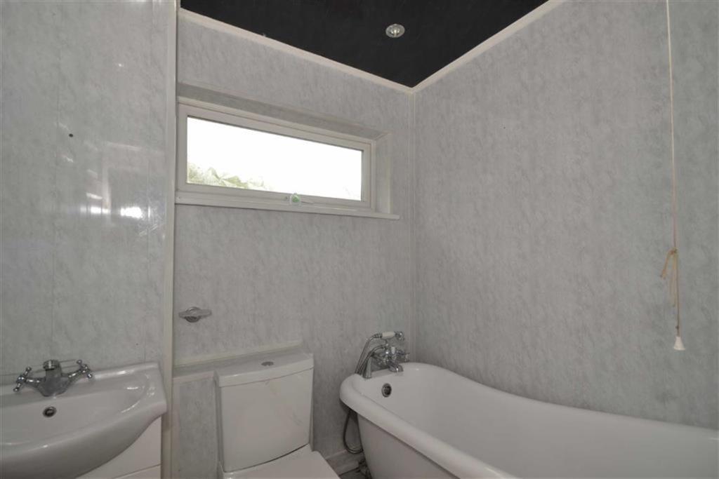 4 bedroom semi detached house for sale in knaresborough for Bathroom cladding sunderland