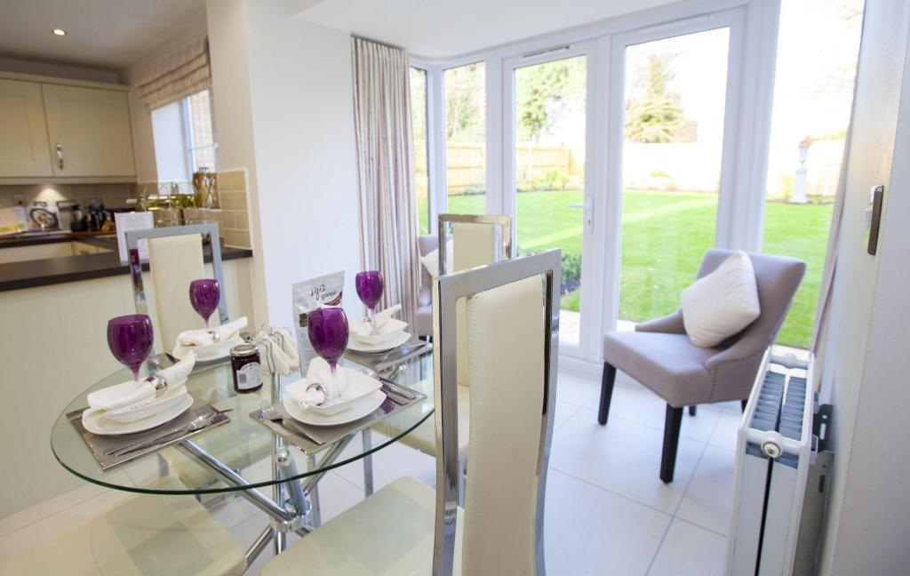 Typical Cambridge breakfast and family area with glazed bay and French doors