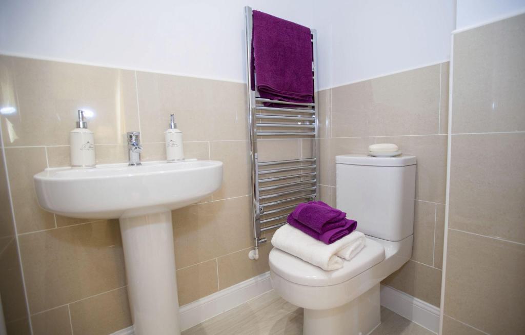Typical Cambridge en suite to master bedroom