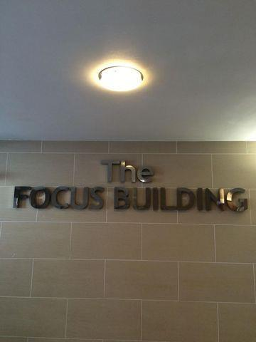 focus-building-city-