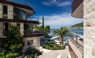 Flat for sale in Budva
