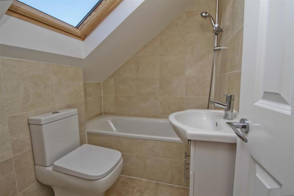 Bathroom 4.JPG