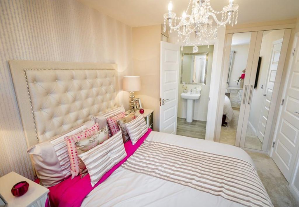 Typical Barwick master bedroom with modern en suite