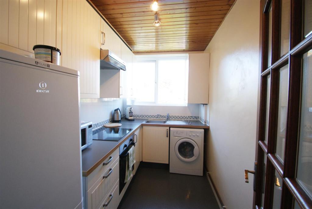 28 brae kitchen.JPG