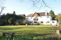 5 bedroom Detached house in Harriotts Lane, Ashtead