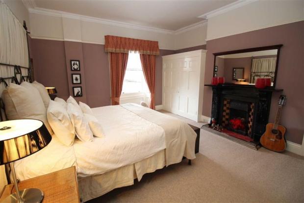 Master Bedroom (seco