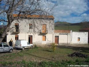 Town House for sale in Montenerodomo, Chieti...